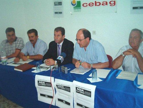 Consistorio y CEBAG impulsan en Totana la campaña de recogida de firmas a favor del Plan Hidrológico Nacional, Foto 1