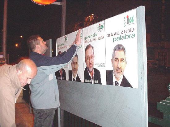 Afiliados y simpatizantes de PP, PSOE e IU abrieron la campaña electoral con la pegada de carteles , Foto 4