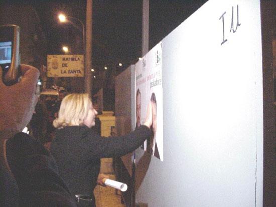 Afiliados y simpatizantes de PP, PSOE e IU abrieron la campaña electoral con la pegada de carteles , Foto 3