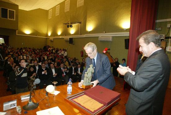 Se celebró el acto de entrega del Escudo de Oro de la Ciudad a título póstumo a Antonio Garrigues y Díaz-Cañabate, Foto 2