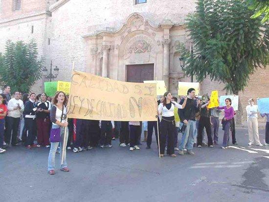 La jornada de huelga en la Educación se deja sentir en Totana, Foto 2