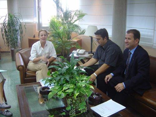El alcalde pide a la consejera de Política Social el aumento de plazas conveniadas en la residencia «La Purísima», Foto 1