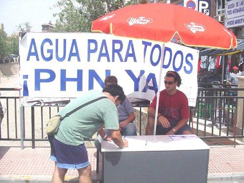 Más de 2.100 personas apoyan en Totana con sus firmas el PHN, Foto 1