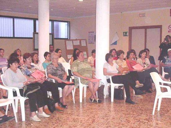 Unas cuarenta personas participan en el III Encuentro de voluntariado con la participación de la familia y la comunidad, Foto 1