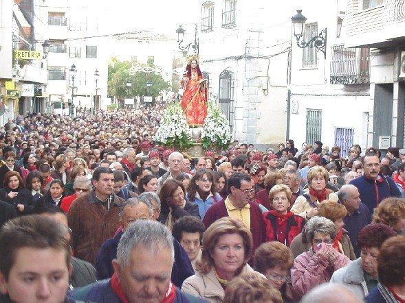 Santa Eulalia de Mérida regresó a su ermita en medio del calor de miles de  personas a41091c7e66