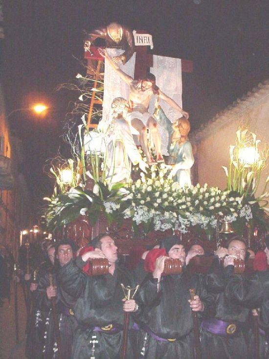 La lluvia obligó a suspender la procesión de Viernes Santo por la mañana, aunque la del Santo Entierro sí se celebró, Foto 4