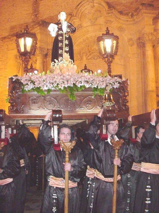 La lluvia obligó a suspender la procesión de Viernes Santo por la mañana, aunque la del Santo Entierro sí se celebró, Foto 8