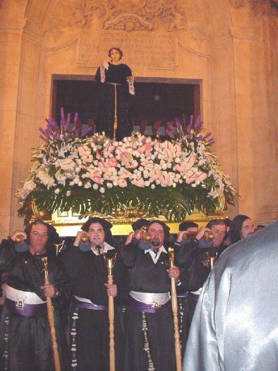 La lluvia obligó a suspender la procesión de Viernes Santo por la mañana, aunque la del Santo Entierro sí se celebró, Foto 2